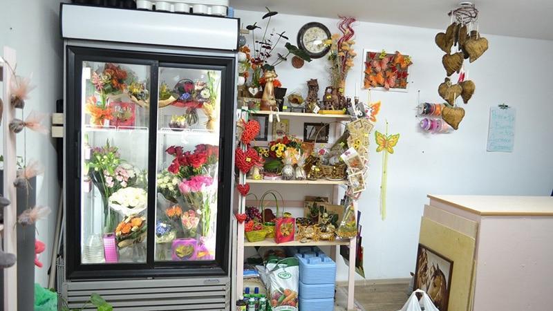 Витрина-холодильник для цветочного магазина