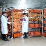 Персонал для производства полукопченых колбас