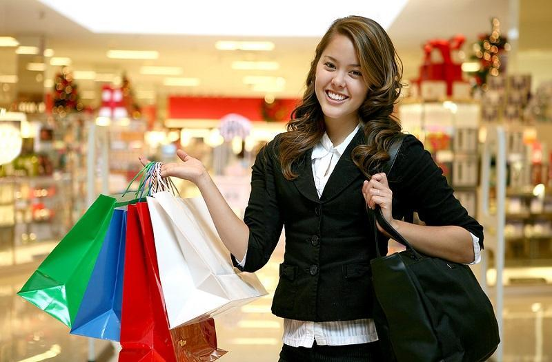 shopping online and shopping at store essay We love to shop anywhere, any time, any place -- but sometimes, we get so consumed with purchasing things online, we forget how great it can be to physically go into a store don't get us wrong, online shopping can be amazing (you can buy things in your pajamas, hello), but sometimes it's better.