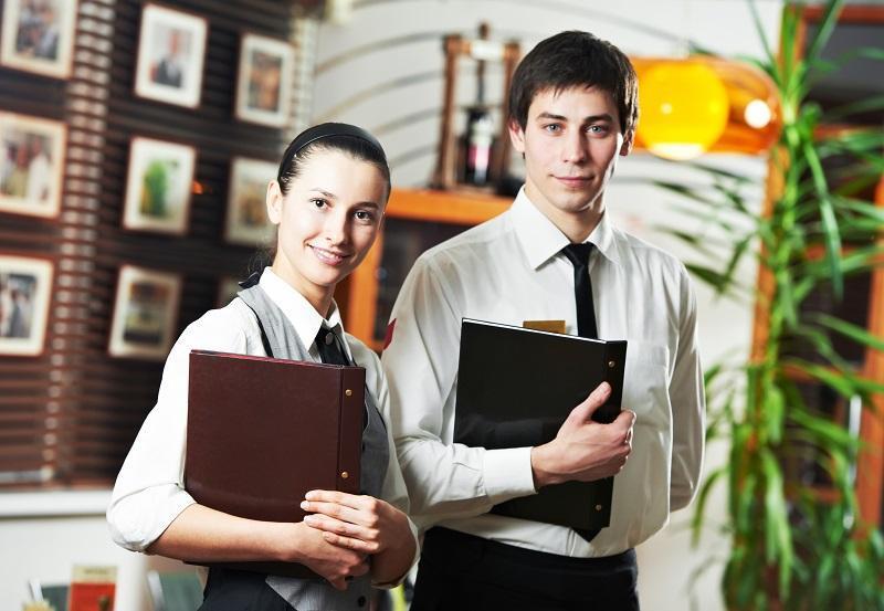 что входит в обязанности старшего официанта