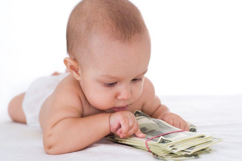 когда выплачивают декретные до родов или после