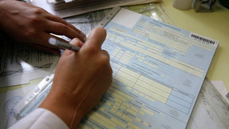 как считать страховой стаж для больничного листа
