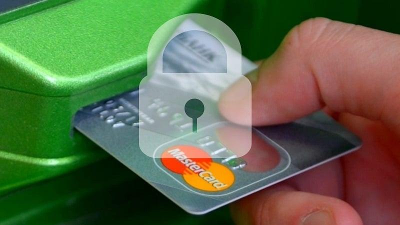Банк блокирует зарплатную карту: почему это происходит и как предотвратить блокировку